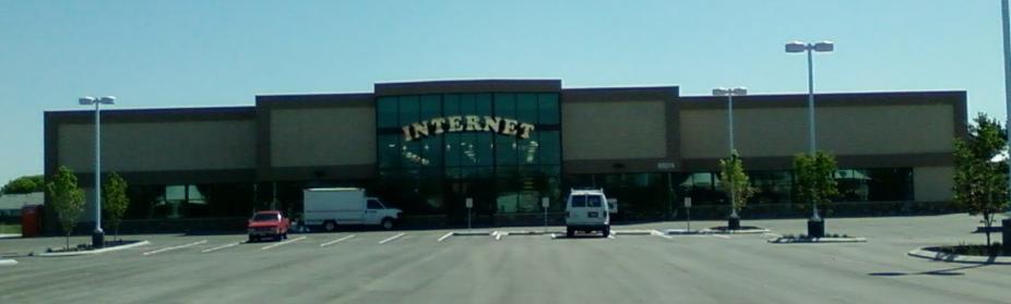 """Un magasin qui s'appelle """"Internet"""" Crédits photos : Internet! Vern Hart"""